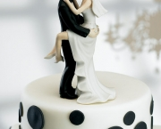 kissing-couple-wedding-cake-topper.jpg