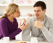 couple-arguing-at-kitchen-table